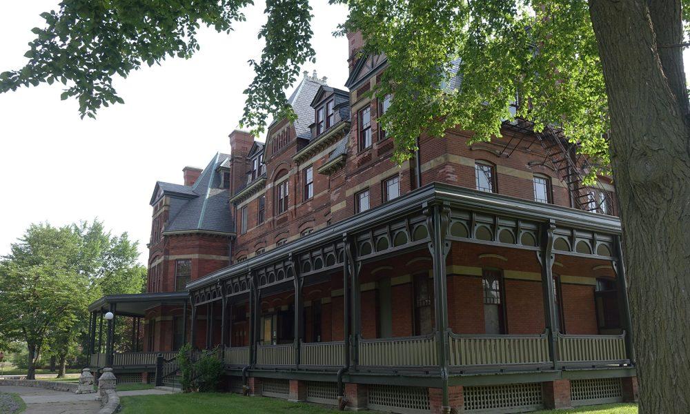 Szklane domy – Pullman Town